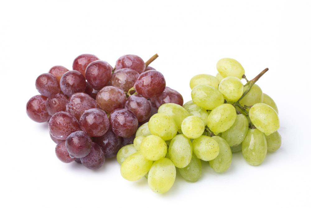 a green and a red bunch of grapes